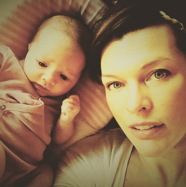 milla-jovovich-selfie-baby-instagram