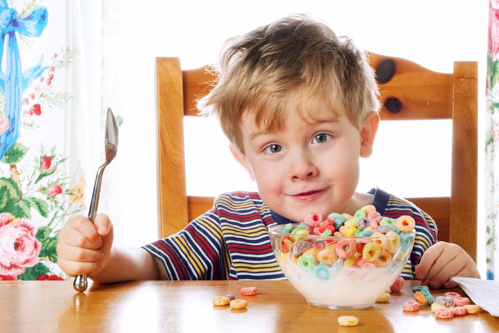 kids eating breakfast